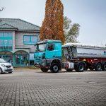 GBT Baustoffe LKW und PKW vor Firmengebäude